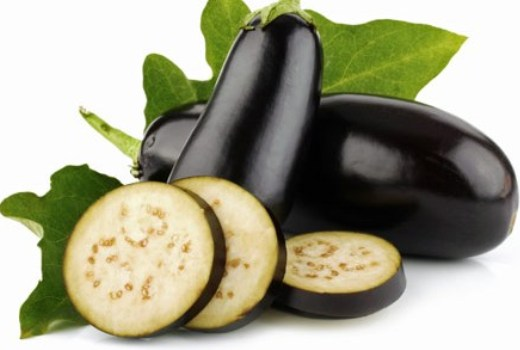 497095 A berinjela é um alimento nutritivo que pode ser facilmente encontrado em supermercados e feiras Farinha de berinjela para emagrecer, dicas