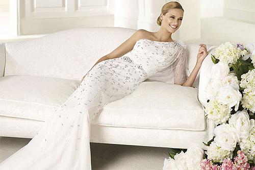 497118 Os vestidos de noiva estilo sereia também são ótimas apostas para o verão 2013 Vestidos de noiva verão 2013