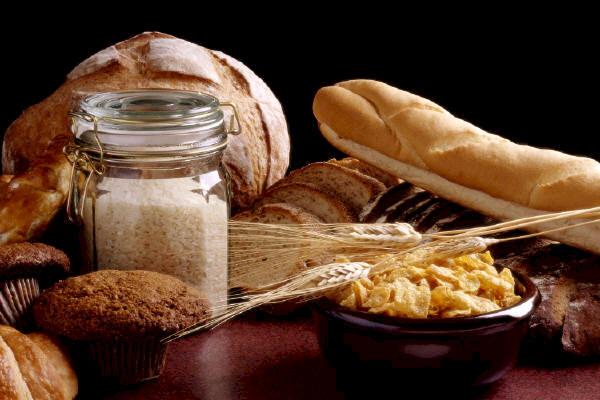 497297 Alimentos a base de trigo aveia e outros gr%C3%A3os s%C3%A3o ricos em gluten. Intolerância ao glúten: sintomas, como tratar