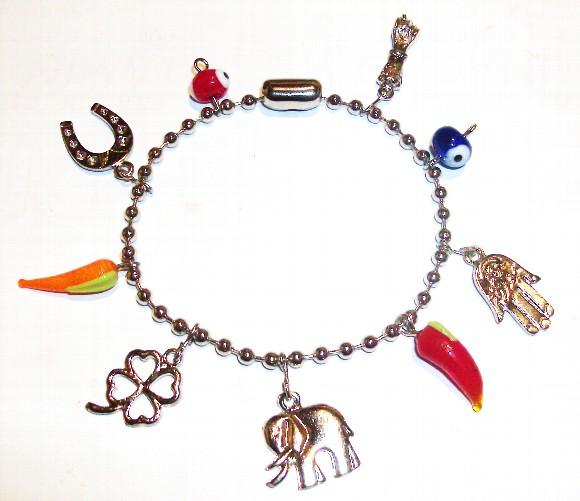497676 Os amuletos podem ser usados em pulseiras colares brincos bolsas chaveiros e vários locais de sua preferência. Amuletos para dar sorte, dicas