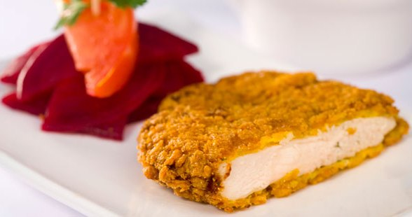 498546 filé frango empanado 1 Filé de frango empanado crocante