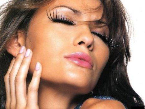 498832 As festas mais sofisticadas exigem produções de maquiagens mais caprichadas Fotodivulgação. Maquiagem de festa para morenas, passo a passo