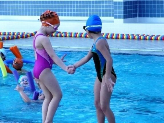 499005 É possível encontrar uma turma de acordo com a idade e grau de habilidade. Conheça os benefícios da natação