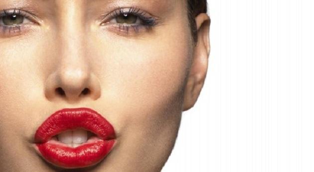 499127 batom vermelho Maquiagem borrada: dicas para corrigir