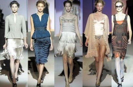 499553 As roupas com franja estão de volta a moda atual com grande estilo Fotodivulgação. Roupas com franjas, como usar