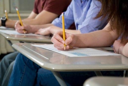 500207 Quando utilizar a internet para os estudos evite sites não relacionados. 11 de agosto: Dia do estudante