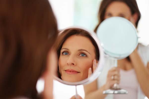 500211 Com as dicas de maquiagem certas é possível adquirir um aspecto rejuvenescido e descansado. Make rejuvenescedor, aprenda a fazer, passo a passo