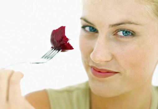 500925 A beterraba %C3%A9 rica em antioxidante sendo essencial para quem deseja ter um corpo saud%C3%A1vel. Alimentos que ajudam a manter a boa forma