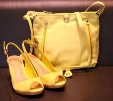 501617 A combinação da bolsas dourada depende do gosto da cliente. Bolsas douradas   modelos, fotos