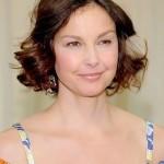 501712 Ashley Judd caiu na armadilha do excesso de pó. 150x150 Famosas, erros na maquiagem
