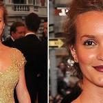 501712 Leighton Meester escolheu um pó bronzeador de tom bem mais escuro que a pele. 150x150 Famosas, erros na maquiagem
