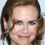 501712 Nicole Kidman se esqueceu de retirar o excesso de pó iluminador. 150x150 Famosas, erros na maquiagem
