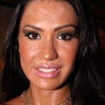 501712 O efeito make derretido de Gracyanne barbosa é resultado de maquiagem demais com muito suor. 150x150 Famosas, erros na maquiagem