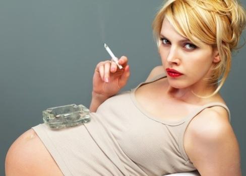 501773 Fumar diminui produção e qualidade do leite materno 1 Fumar diminui produção e qualidade do leite materno