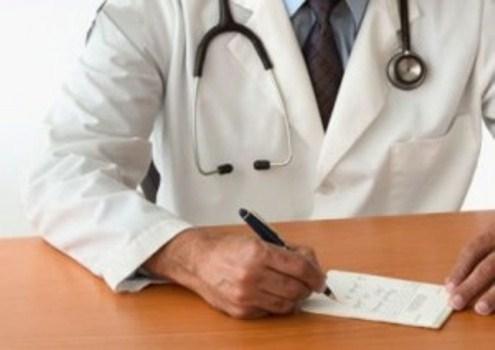 502139 Diante de um quadro de foliculite busque a orientaçãod e um médico especializado. Foliculite: como tratar