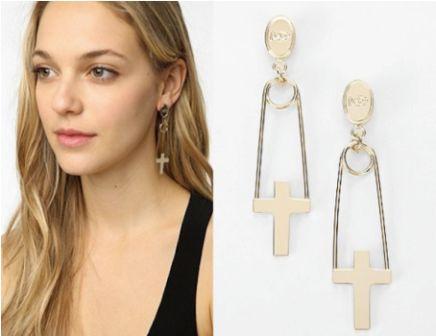 502987 Os brincos podem ser encontrados em vários modelos dentre eles os de cruzes Fotodivulgação. Acessórios religiosos: dicas, fotos