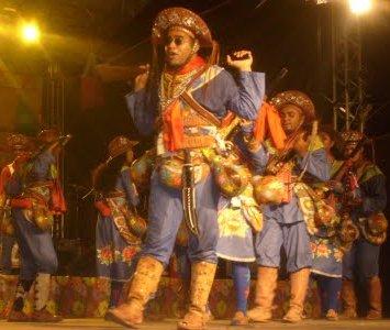 503345 Folclore danças típicas.3 Folclore: danças típicas