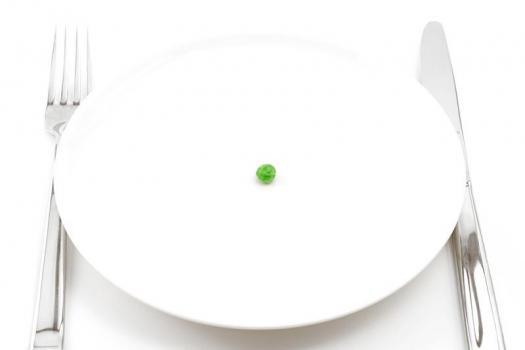 504005 Mesmo apresentando fome os indivíduos anoréxicos se recusam a comer. Anorexia: sintomas, como identificar