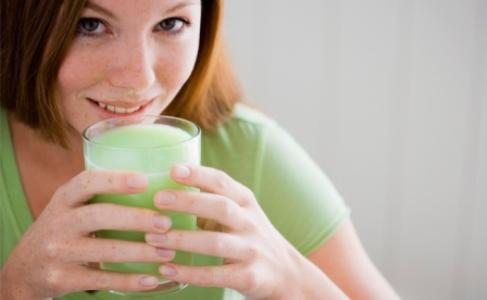505286 Adquira o suco verde a sua dieta e obtenha os benef%C3%ADcios foto divulga%C3%A7%C3%A3o. Suco verde para desinchar: como fazer