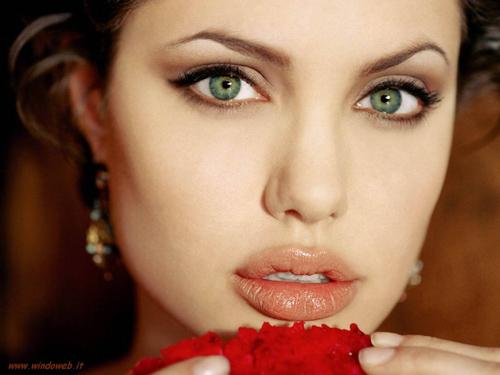509176 As sobrancelhas são indispensáveis para a expressão facial e para a beleza feminina Fotodivulgação. Como disfarçar falhas na sobrancelha usando maquiagem