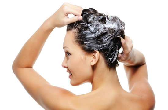 511424 Os cabelos com progressiva necessitam de cuidados diários como as hidratações caseiras Fotodivulgação. Hidratação caseira para cabelos com progressiva