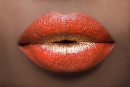 514435 Os batons laranjas caem muito bem nesse tipo de maquiagem Foto divulgação. Maquiagem em tons solares, dicas, como fazer