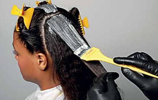 516294 A alisamento com guanidina deve ser feito por um profissional capacitado Foto divulgação. Alisamento de cabelo com guanidina: benefícios, dicas