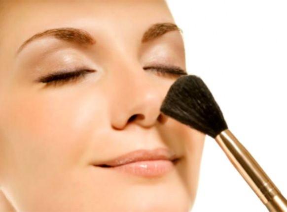 516314 O blush deve ser usado com moderação Foto divulgação. Maquiagem simples e discreta: dicas, passo a passo