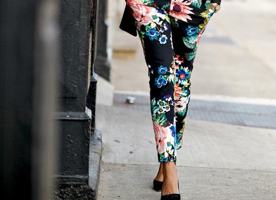 517424 As estampas florais são ótimas opções de escolha. Foto divulgação Modelos de calças para o verão 2013