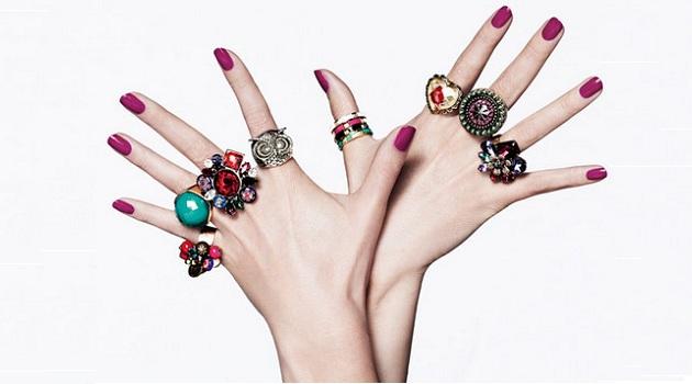 517470 vários anéis 1 Alergia a bijuteria: o que fazer