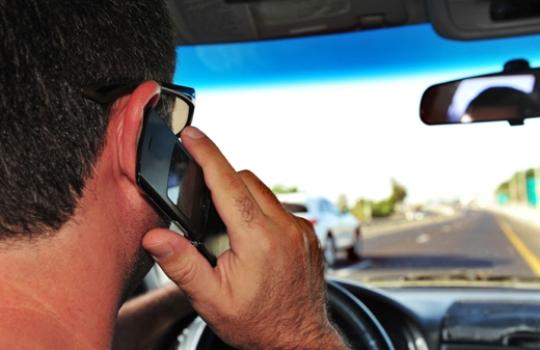 517564 Uso do celular ao dirigir reduz 80 da atenção 2 Uso do celular ao dirigir reduz 80% da atenção