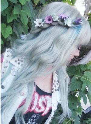 519814 Enfeitar cabelo com flores dicas fotos.8 Enfeitar cabelo com flores: dicas, fotos