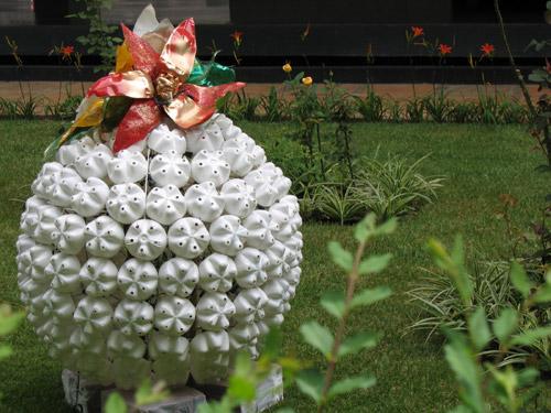 519932 6472904 c0b4f6a1ea o Jardim decorado com materiais recicláveis: dicas