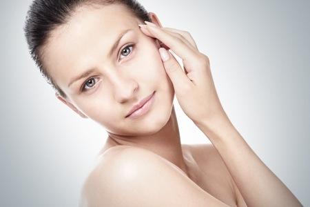 522016 A pele do rosto necessita de cuidados especiais. Foto divulgação Sabonete certo para lavar o rosto
