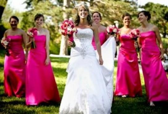 522655 Os vestidos de dama de honra adulta devem ser escolhidos com cuidado. Foto divulgação Vestidos para dama de honra adulta: fotos
