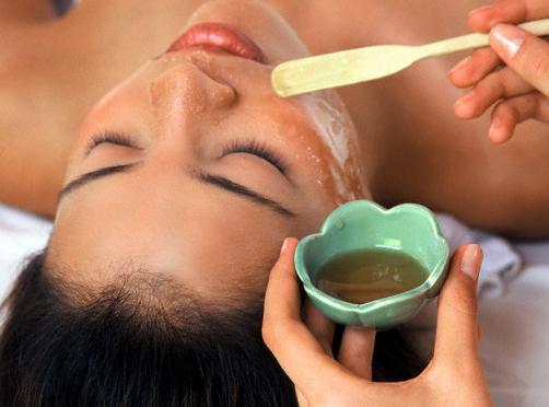 523786 As máscara feitas a base de mel são ótimas para a pele. Foto divulgação Tratamento a base de mel para a pele