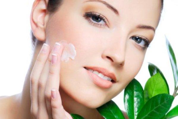 525735 Os cremes hidratantes são indispensáveis para os cuidados com a pele. Foto divulgação Produtos para hidratar a pele em casa
