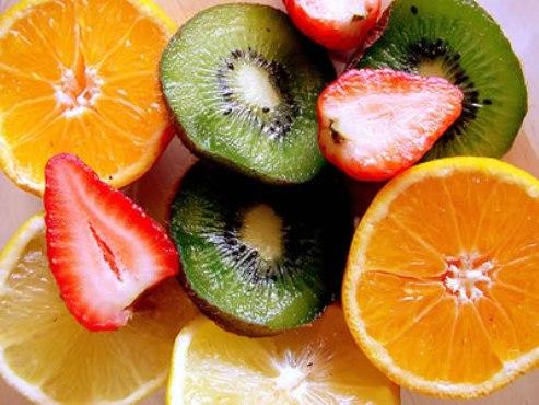 526555 As frutas cítricas são ricas em vitamina C. Foto divulgação Alimentos ricos em vitaminas A, C e E, tabela