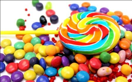 531851 Os doces em geral devem ser acrescentados na sacolinha surpresa. Foto divulgação Sacolinha surpresa de aniversário: o que incluir, como montar