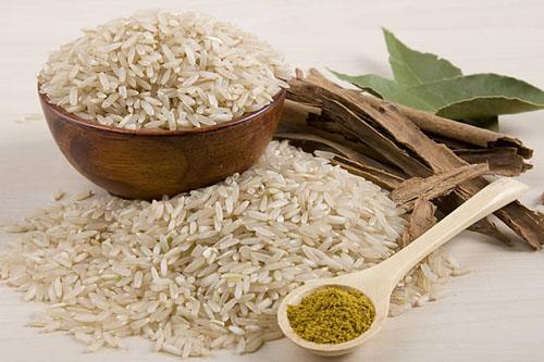 536075 Salada de arroz integral Salada de arroz integral