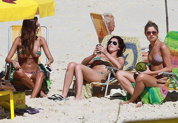536793 536793 Famosas na praia fotos 04 Famosas na praia: fotos