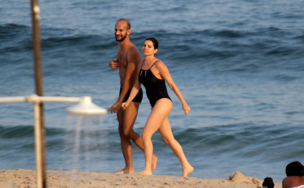 Famosas na praia: fotos