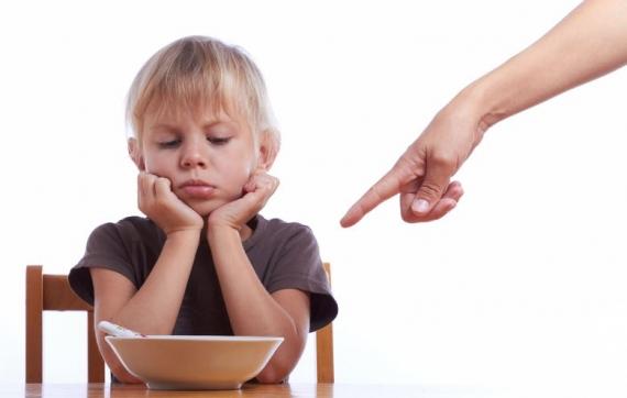 537127 Obrigar os filhos a comer é uma atitude muito ruim e que pode trazer consequências negativas. Foto divulgação Como fazer a criança comer de tudo