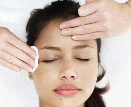 537161 A limpeza de pele pode ser feita em casa. Foto divulgação Receitas caseiras para limpeza de pele