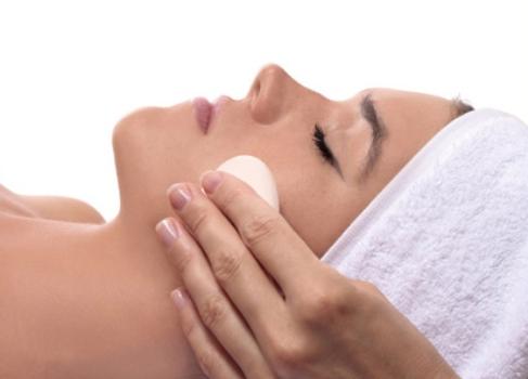 537176 A limpeza da pele gera muitos mitos e verdades. Foto divulgação Limpeza de pele: mitos e verdades