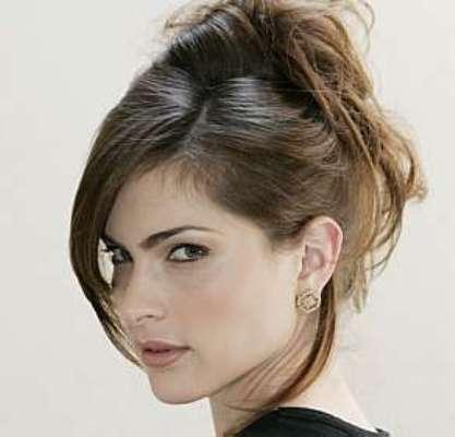 538275 Os cabelos presos são ótimas opções de escolha. Foto divulgação Penteados para cabelos repicados