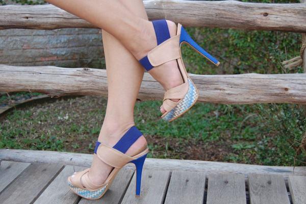 540945 As sandálias conferem um toque de muita delicadeza e têm tudo a ver com o clima tropical do Brasil. Coleção sandalias 2013