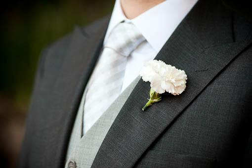 548103 O pai da noiva pode escolher o traje parecido com o do noivo. Foto divulgação Traje do pai da noiva: dicas, fotos