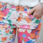 548759 As calças coloridas devem ser usadas com cuidado. Foto divulgação 150x150 Calça estampada: com o que combinar