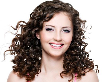 549254 A franja para cabelo cacheado por ser com comprimento na altura do nariz. Foto divulgação Franjas para cabelo cacheado: fotos
